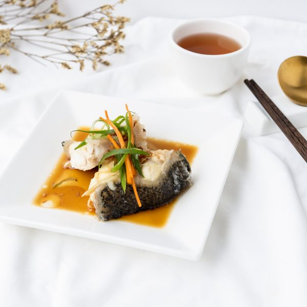 头抽蒸龙虎斑件Steamed Dragon Fish Fillet with Soy Sauce